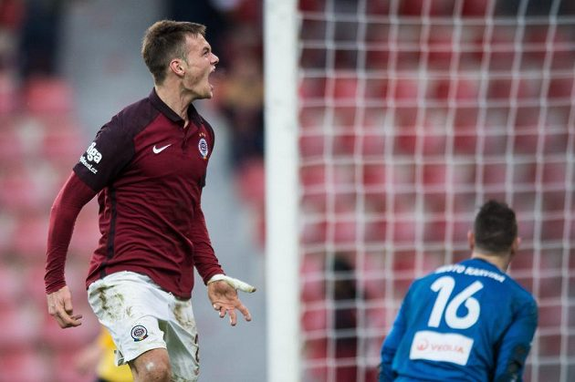 Matěj Pulkrab oslavuje gól proti Karviné.