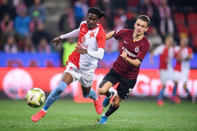 "Peter Olayinka ze Slavie a Andreas Vindheim ze Sparty během derby ""S""."