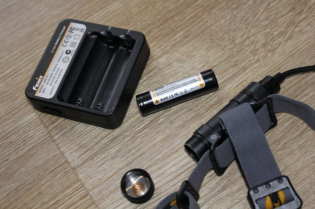 Čelovka Fenix HP 12 - distributor pro Českou republiku má v nabídce nepřeberné množství nabíječek li-ion článků a samotné akumulátory v několika různých kapacitách.
