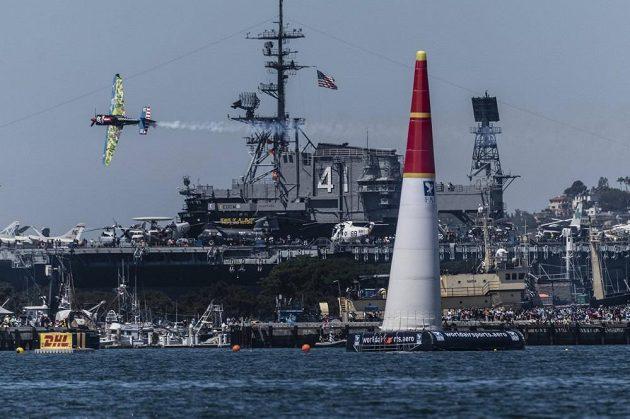 Piloti si v San Diegu zařádili nad přístavem.