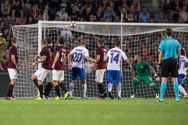 Vyrovnávací gól Bukurešti na 1:1 v utkání 3. předkola Ligy mistrů proti Spartě.