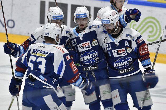 Hokejisté Komety se radují z gólu. Zleva Vojtěch Němec, Stanislav Svozil, Karel Plášek a Jakub Klepiš z Brna.