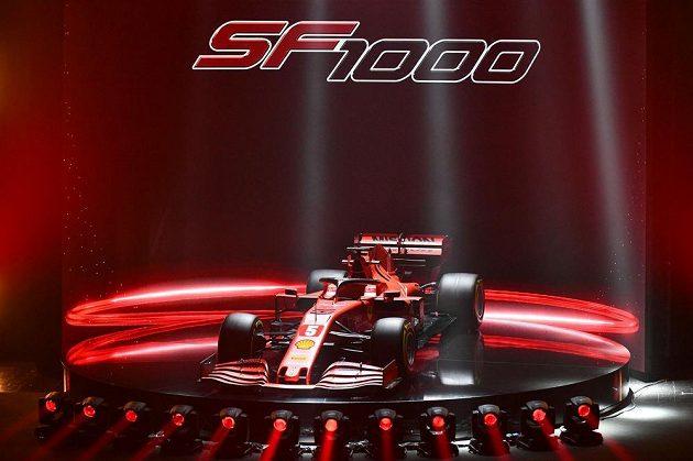 V divadle v Reggiu Emilia dnes stáj formule 1 Ferrari představila vůz pro novou sezonu