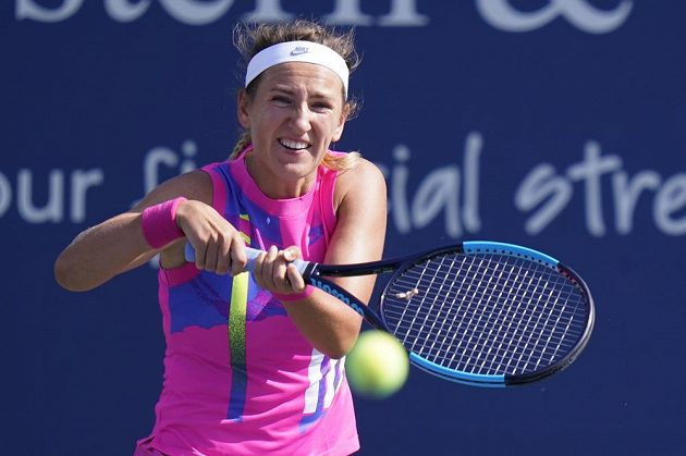 Běloruská tenistka Victoria Azarenková na turnaji v New Yorku pobavila sama sebe nepovedeným úderem.