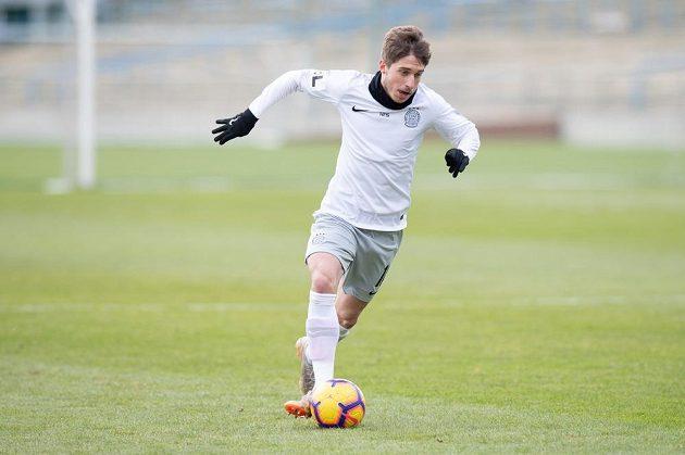 Fotbalista Michal Sáček ze Sparty Praha během přípravného utkání s Loko Vltavín.