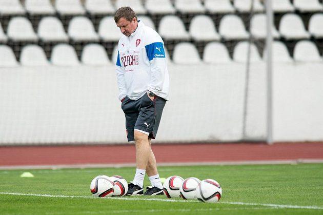 Trenér české fotbalové reprezentace Pavel Vrba během úterního tréninku na Strahově.