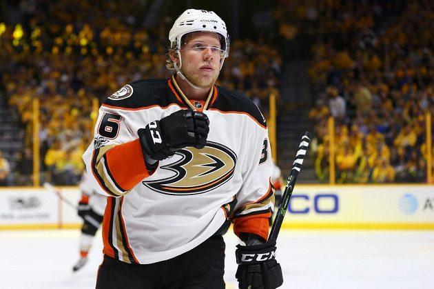 Český útočník Ondřej Kaše se trefil na ledě Nashvillu, ale jeho Anaheim prohrál zápas 3:6. Postup do finále Stanley Cupu si zajistil tým Predators.