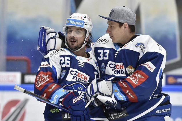 Autor gólu v prodloužení Martin Zaťovič (vlevo) z Brna a brankář Brna Lukáš Klimeš.