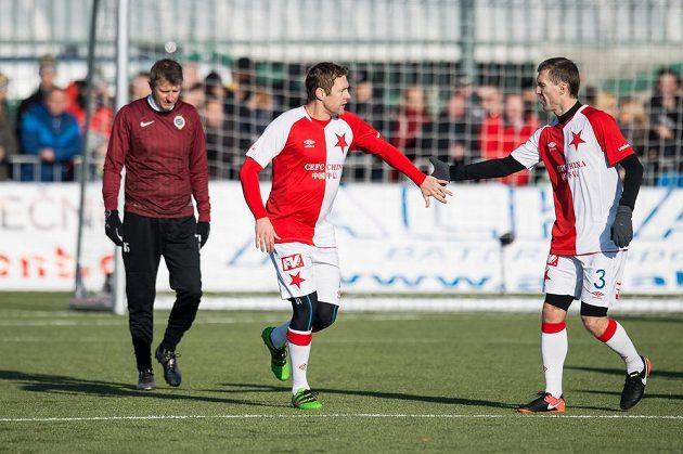 Fotbalisté Slavie Karel Piták (vlevo) a Martin Hyský oslavují třetí gól v síti Sparty.