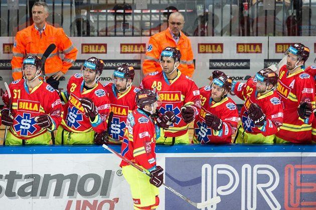 Hokejisté Sparty vzdali v duelu s Třincem hold záchranářům a hráči i realizační tým oblékli speciální sadu oblečení.