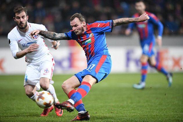 Plzeňský útočník Jakub Řezníček spálil během prvního poločasu utkání Evropské ligy proti FCSB několik šancí.