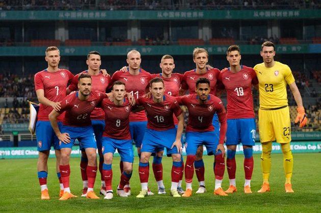 Základní jedenáctka českých fotbalistů v přípravném zápase proti Uruguayi.