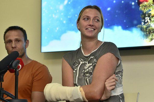 Tenistka Petra Kvitovoá se v Praze setkala s novináři po jejím propuštění z nemocnice.