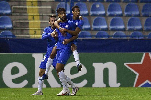 Hráči Liberce se radují z gólu, který vstřelil Abdalláh Júsuf Hilál (uprostřed).