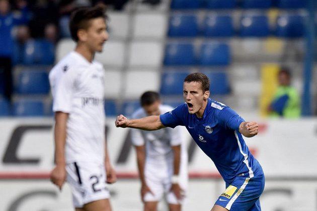 Liberecký Herolind Shala oslavuje gól na 2:0 během utkání 3. předkola Evropské ligy s Hapoelem Kirjat Šmona.