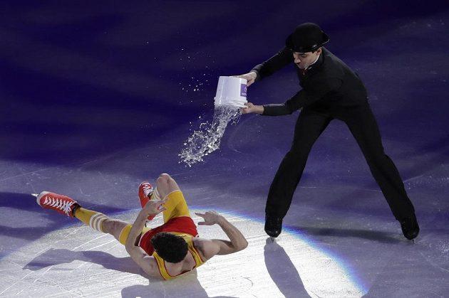 Krasobruslaři už o medaile nebojovali, fanoušky bavili při exhibici. Jako v tomto případě Ital Luca Lanotte a Španěl Javier Fernandez.