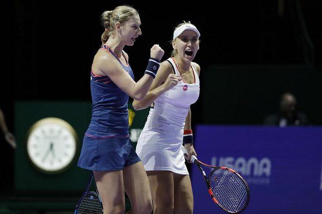 Ruský pár Jekatěrina Makarovová a Jelena Vesninová mají premiérový triumf na Turnaji mistryň.