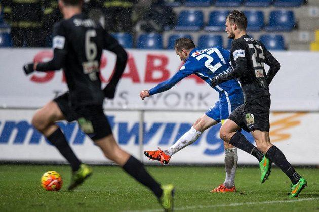 Marek Bakoš z Liberce střílí gól na 2:0.