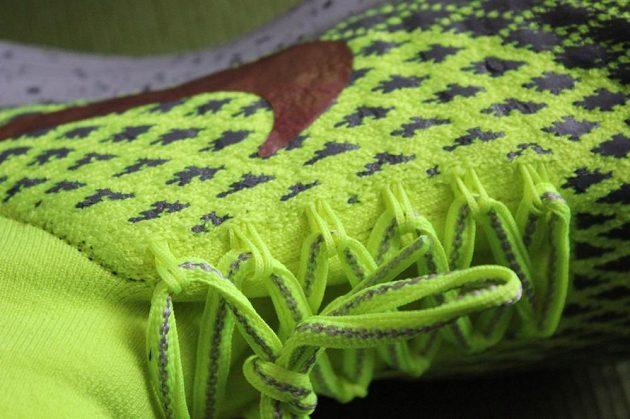 Boty Nike LunarEpic Flyknit Shield: Detail uchycení tkaniček.