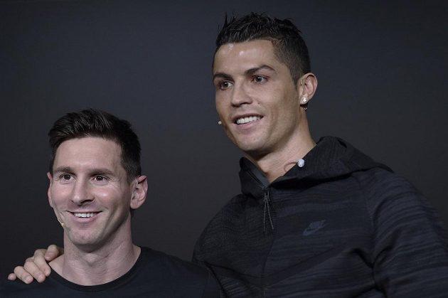Argentinec Lionel Messi (vlevo) a Portugalec Cristiano Ronaldo před vyhlášením ankety Zlatý míč pro nejlepšího fotbalisty světa za rok 2015.