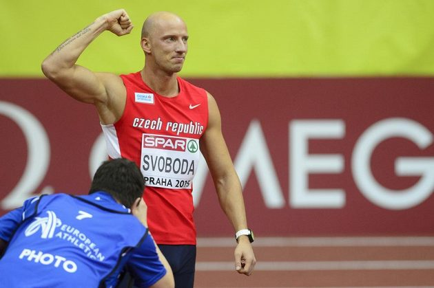 Petr Svoboda oslavuje na HME v Praze přímý postup do semifinále závodu na 60 metrů překážek.
