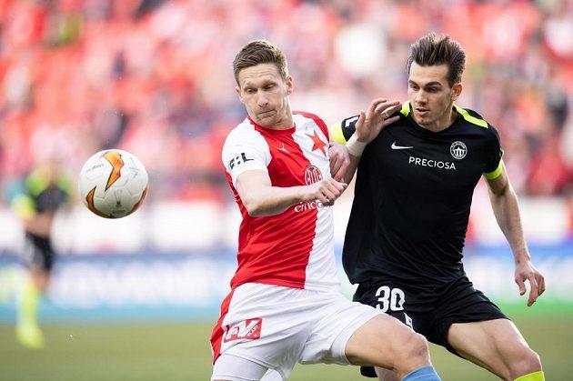 Milan Škoda ze Slavie Praha a liberecký obránce Taras Kacharaba bějem utkání 26. kola Fortuna ligy.