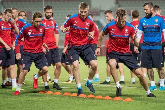 Čeští fotbalisté už mají za sebou trénink na Abdullah Bin Khalifa Stadium. Ve středu si zahrají přípravný zápas proti Islandu.