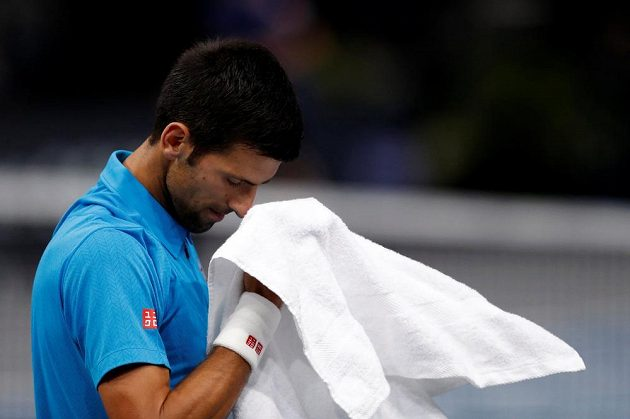 Srb Novak Djokovič v pařížském čtvrtfinále.