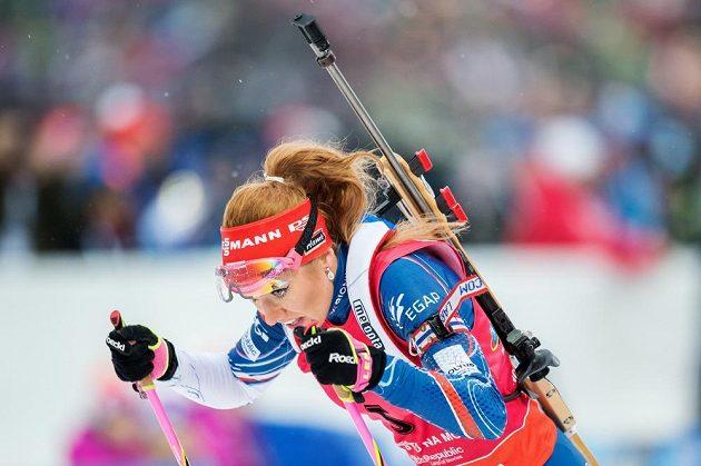 Gabriela Koukalová během závodu s hromadným startem na 12,5 km.