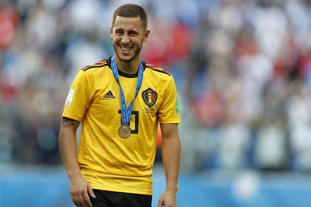 Belgičan Eden Hazard s bronzovou medailí.