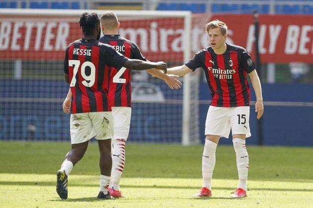 Fotbalista AC Milán Jens Petter Hauge oslavuje gól v síti Sampdorie v utkání italské ligy.