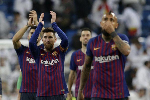 Barcelonská radost po triumfu na hřišti Realu Madrid.