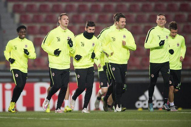 Fotbalisté Sparty zleva Tiémoko Konaté, Lukáš Juliš, Martin Matoušek, Josef Hušbauer, Bořek Dočkal a Lukáš Mareček během tréninku.