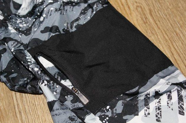 Větrovka Reebok Running Essentials Woven Jacket: Kapsa na levém rukávu.