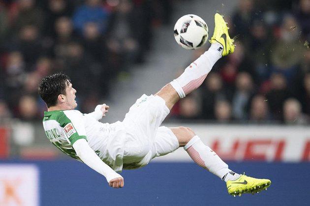Brémský Zlatko Junuzovic při utkání v Leverkusenu.