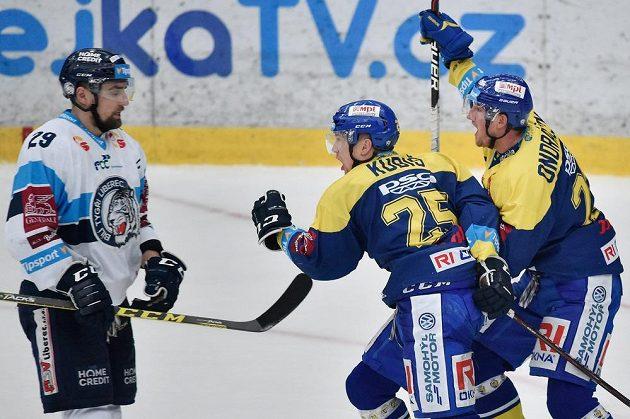 Autor rozhodujícího gólu Pavel Kubiš (uprostřed) ze Zlína.