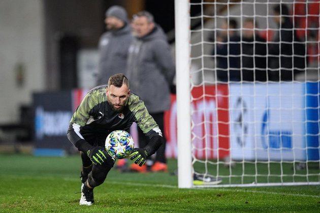 Brankář Slavie Praha Přemysl Kolář během tréninku před utkáním Ligy mistrů s Interem Milán.