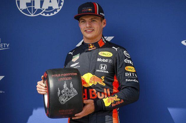 Velkou cenu Maďarska formule 1 vyhrál obhájce titulu a lídr šampionátu Lewis Hamilton z Mercedesu, přestože ještě 20 kol před koncem ztrácel na vedoucího Maxe Verstappena (na snímku) 20 sekund.