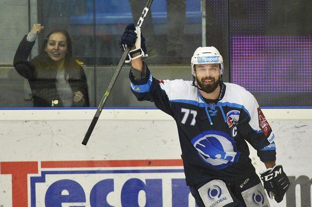 Milan Gulaš z Plzně rozhodl při nájezdech duel s Chomutovem.