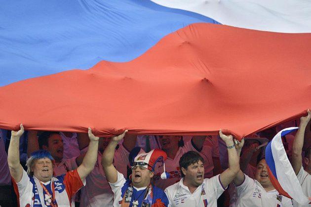 Čeští fanoušci tenistům znovu výrazně pomohli.