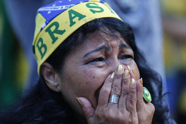 Zoufalá gesta, slzy v očích. Po semifinálovém debaklu s Německem byli fanoušci Brazílie z výkonu svých fotbalistů per plex i v utkání o třetí místo proti Nizozemsku.