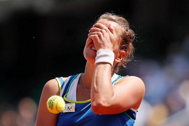 Zdrcená Barbora Strýcová. Druhé kolo pro ni bylo letos na French Open konečnou stanicí.