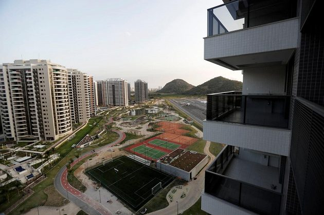 Pohled z balkonu v olympijské vesnici v Riu.
