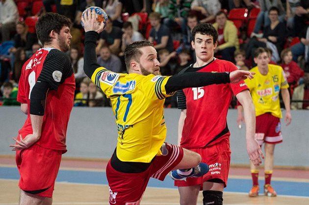 Házenkář Dukly Praha Jakub Kastner v zápase proti KV Sajsa.