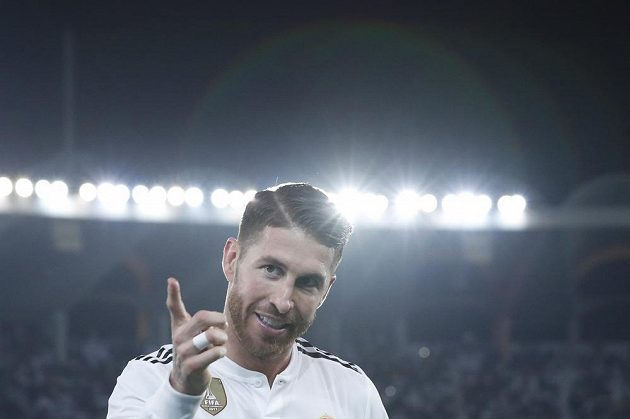 Kapitán Realu Sergio Ramos se raduje ze své branky ve finále MS klubů.