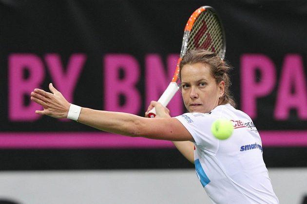 Barbora Strýcová na tréninku před finále Fed Cupu proti USA.