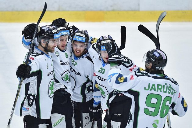 Radost boleslavských hokejistů v duelu proti Hradci.