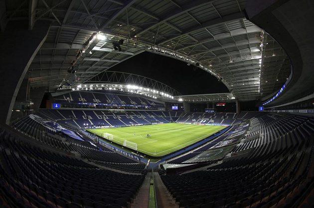 Portský stadion Dragao před zápasem osmifinále Ligy mistrů s Juventusem.