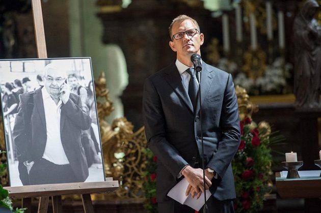 Smutečním řečníkem byl také Daniel Křetínský, majitel fotbalové Sparty.
