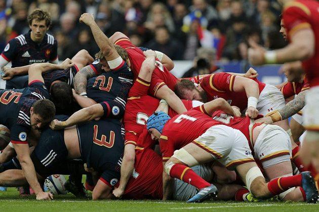 Když se bortí mlýn, aneb Francie (v modrém) versus Wales.